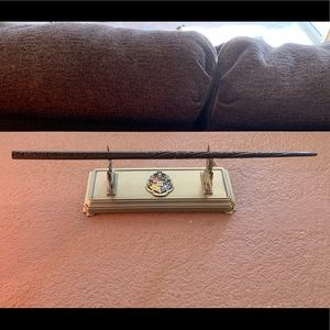 Harry Potter Crest Metal Wand holder/w wand